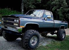 old pickup trucks Chevy Pickup Trucks, Classic Chevy Trucks, Gm Trucks, Chevrolet Trucks, Diesel Trucks, Lifted Trucks, Cool Trucks, Chevy 4x4, Chevy Classic