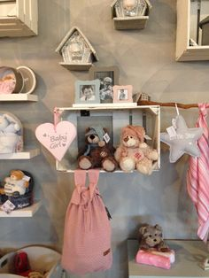 In onze gezellige baby & kids lifestyle winkel vind je de leukste cadeautjes! Al vanaf 3,95!  Babydeals Lifestyle for Baby's & Kids  Kanaaldijk 2 5735SL te Aarle-Rixtel 0492-382768  In de Poort van Laarbeek naast de nieuwe Aldi.  Openingstijden: Maandag gesloten Dinsdag t/m vrijdag van 9:30 t/m 17:30 Zaterdag van 10:00 tot 17:00
