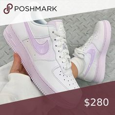 This Purple Iridescent brings a new, feminine look to the silhouette, the sneaker boasts a white leather upper, mixed in with tinted purple Swooshes and branded details alongside a very… Jordan Shoes Girls, Girls Shoes, Shoes Women, Unique Shoes, Trendy Shoes, Trendy Womens Sneakers, Cute Sneakers, Shoes Sneakers, Purple Sneakers