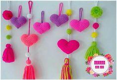Colgante corazon Zipper Tutorial, Crochet Keychain, Happy Birthday Messages, Love Crochet, Craft Work, Garland, Crochet Patterns, Arts And Crafts, Valentines