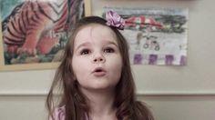 Como se prepara um bebé para a Escola?  Porquê pensar na escola , desde o nascimento? Será que é com ABCs e 1,2,3s?  Que capacidades têm os bebés e como os podemos ajudar a estarem preparados para o sucesso escolar?  O que as pessoas que tomam conta do bebés/professores, deveriam saber?  Como é que os pais podem ajudar os bebés a terem o melhor futuro possível?  https://www.youtube.com/watch?v=skgP7isEsqg