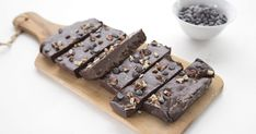 Chocolate Protein Bars, Paleo Bars, Low Carb Protein Bars, Protein Bar Recipes, Protein Cake, Protein Powder Recipes, No Carb Recipes, Protein Cookies, Chocolate Brownies