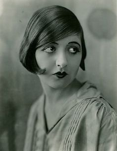 Lovely hair & Make up from the 20's