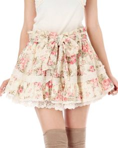 Floral skirt. I'm a sucker for this kind of prints.