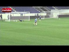 Espectacular demostración de reflejos de Iker Casillas con la Selección Española - YouTube