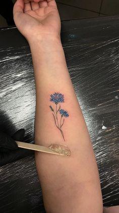 Тату цветы – это отличная идея для тех, кому нравятся женственные тату. Тату цветы для девушек могут быть и большие, и маленькие, как в нежных пастельных тонах, так и пестрить яркими красками. Тату цветы | Тату цветы для девушек | Тату для девушек | Женские тату | Тату на руке для девушек | Татуировки для девушек на плече | Эскизы тату цветы #tattoo #flowertattoo #flower #цветы #tattoodesign #tattooflash #minitattoo #tattooideas #inspirationtattoo #cutetattoo #girltattoo #эскиз #идея Red Ink Tattoos, Mom Tattoos, Body Art Tattoos, Hand Tattoos, Tattoos For Guys, Tatoos, Creative Tattoos, Unique Tattoos, Small Tattoos