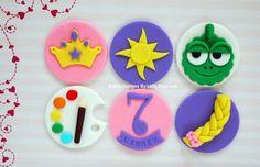 tangled fondant cupcake toppers: Rapunzel Cupcakes, Bolo Rapunzel, Rapunzel Birthday Cake, Disney Princess Cupcakes, Tangled Birthday Party, Girl Cupcakes, Cute Cupcakes, Cute Cookies, Disney Rapunzel