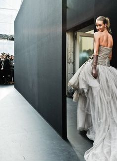 Rosie Huntington Whiteley looking gorgeous in grey gown by Louis Vuitton Rosie Huntington Whiteley, Rosie Whiteley, Gray Weddings, Couture Fashion, High Fashion, Fashion Fashion, Street Fashion, Cool Outfits, Fashion Photography