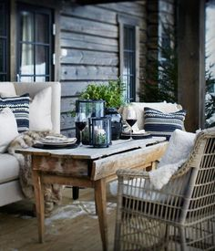 These cosy winter outdoor spaces will bring you lots of inspiration for the upcoming winter. Enjoy your outdoor space no matter what season it is! Outdoor Furniture Sets, Sweet Home, Outdoor Rooms, Decor, House Interior, Cabins In The Woods, Interior, Outdoor Dining, Outdoor Spaces