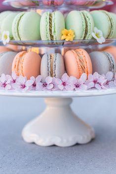Mini cheesecakes s citronovým krémem Brownie Cupcakes, Mini Cupcakes, Christmas Urns, Wedding Sweets, Mini Cheesecakes, Pavlova, Red Velvet, Panna Cotta, Cooking