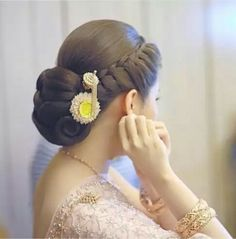 What a beautiful low bun! Care however should be taken before adopting such hairstyles, as due to it's high static charge, it will cause phlegm to move up in the throat, causing the voice to quaver & a frequent urge to clear the throat. A heavy chabi chhalla with a long & wide hook if inserted at the edge of the pleats of the saree, will reduce this problem as it's hook will activate the acupressure points that act to keep the throat clear.