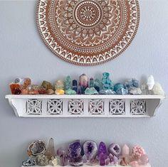 Meditation Room Decor, Meditation Space, Crystals And Gemstones, Stones And Crystals, Crystal Room Decor, Crystal Bedroom, Deco Zen, Crystal Aesthetic, Zen Room
