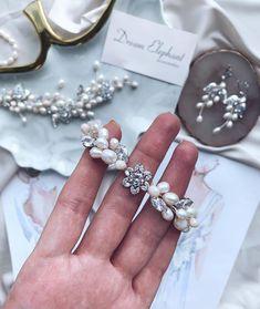 Свадебные украшения, Серьги в Instagram: «Все чаще невесты спрашивают про браслеты, а в моем профиле их не так уж много🤔⠀ ⠀ Буду исправляться😎 Все браслетики можно найти по хэштегу…» Flower Bracelet, Pearl Bracelet, Crystal Bracelets, Jewelry Bracelets, Wedding Bracelet, Bridal Accessories, Pearls, Crystals, Earrings
