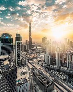 🏆 Control your account, control your data, get paid for your presence and those you invite. + more info? Discover Webtalk by clicking Dubai Events, Dubai Food, Dubai Cars, Dubai Shopping, Dubai Life, Dubai Travel, New York Skyline, Landscape, Night