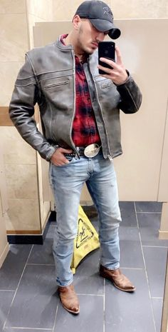 Cowboy Outfit For Men, Cowboy Boot Outfits, Cowboy Boots, Tight Jeans Men, Hot Cowboys, Country Men, Western Wear, Western Style, Sexy Men