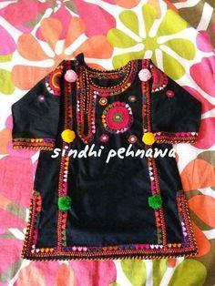 Traditional dresses Baby Girl Frocks, Kids Frocks, Frocks For Girls, Little Girl Dresses, Fancy Dress Design, Frock Design, Balochi Dress, Baby Dress, Sindhi Dress