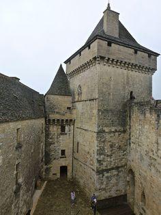 you can also post photos J' ouvre la thread de montrer la beaute de Chateaux de france; Chateau Medieval, Medieval Castle, Real Castles, La Dordogne, Historic Architecture, Luxury Estate, Limousin, Chateaus, French Chateau