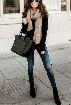 Awesome 43 Elegant Winter Outfits Ideas With Leggings. More at http://aksahinjewelry.com/2018/01/14/43-elegant-winter-outfits-ideas-leggings/
