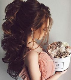 We gathered up a special compilation of Christmas hairstyles for long hair, which look cute and are simple to master. They will take less than 10 minutes. Quince Hairstyles, Ball Hairstyles, Bride Hairstyles, Cute Hairstyles, Hairstyle Wedding, Hairdos, Elegant Hairstyles, Formal Hairstyles, Medium Hair Styles