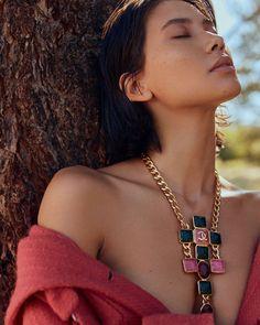 "Zackylicious on Instagram: ""#ExclusiveZackylicious @ellevietnam #Model : @chloblnchrd 📷 : @rtranphoto 🧥 : @donnalisa00 💄: @jey_ventura 💇 : Darine Sengseevong…"" Vintage Couture, Vintage Fashion, Fashion Themes, French Fashion Designers, Fall Looks, Fashion Stylist, Girls Best Friend, Editorial Fashion, Vietnam"