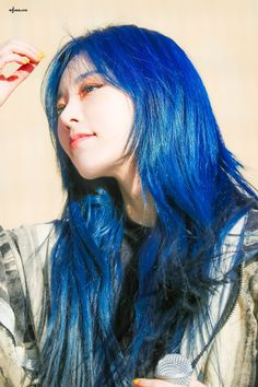 South Korean Girls, Korean Girl Groups, Wheein Mamamoo, Aesthetic Girl, Blue Hair, Hair Inspo, Girl Crushes, Pretty People, Kpop Girls