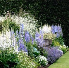 49 easy and low maintenance front yard landscaping ideas 14 Cottage garden design, Pink garden, Gard Pink Garden, Shade Garden, Dream Garden, Flowers Garden, Flower Gardening, Garden Pool, Water Garden, Garden Beds, English Flower Garden