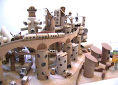 maquette de ville en carton, Gondry - My CMS Cardboard City, Cardboard Sculpture, Cardboard Paper, Cardboard Crafts, Paper Crafts, Fun Crafts, Diy And Crafts, Paper Towns, Recycled Art