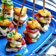 Mozzarella Caprese Skewers French bread slices (or country white bread) Extra virgin olive oil (EVOO) Italian seasoning Fresh mozzarella slices Roma tomato slices Fresh basil leaves Sliced prosciutto Kosher salt and freshly cracked black pepper Skewer Appetizers, Italian Appetizers, Finger Food Appetizers, Appetisers, Yummy Appetizers, Appetizers For Party, Finger Foods, Appetizer Recipes, Caprese Appetizer