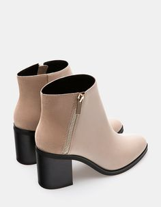 booties Trendy Fall Booties from 28 of the Trending Fall Booties collection is the most trending shoes fashion this season. This Fall Booties look related to shoes, womenshoes, footwear and s Pretty Shoes, Beautiful Shoes, Cute Shoes, Women's Shoes, Platform Shoes, Flat Shoes, Shoes Sneakers, Oxford Shoes, Nude Boots