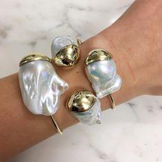 🐚 ⚪️ 🐚 ⚪️ Pearly queen @mizuki_jewelry ⚪️ 🐚 ⚪️ 🐚 ⚪️ #armcandy #mizuki #netaporter #netaporterfinejewelry #pearls #finejewelry #FashionJewelryEarringsWire
