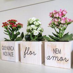 Ikebana, Cactus Y Suculentas, Painted Pots, Diy Room Decor, Home Decor, E Design, Floral Arrangements, Planters, Place Card Holders