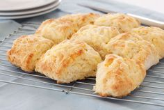 The key to good scones is to mix them quickly, don't over mix. Make sure the oven is hot and get them straight into the oven Ingredients 2 rounded cups of flour 1/2 teaspoon salt 50 g butter …