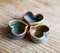 Set of 3 tiny heart bowls by Redhotpottery on Etsy. It would be fun to make little polymer clay heart bowls. Ceramic Pinch Pots, Ceramic Clay, Ceramic Bowls, Clay Pinch Pots, Ceramics Projects, Clay Projects, Clay Crafts, Pottery Bowls, Ceramic Pottery