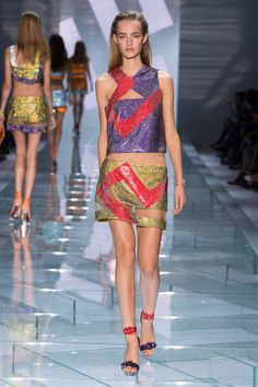 Versace Spring 2015 Ready-to-Wear Collection  - ELLE.com