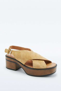 Vagabond Noor Crossover Beige Sandals    love