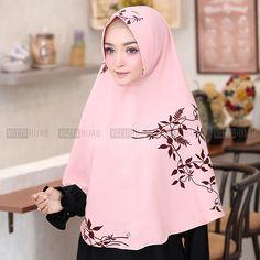 Hijab Tutorial, Beautiful Hijab, Pashmina Scarf, Abayas, Hijab Fashion, Shawl, Facebook, Detail, Woman