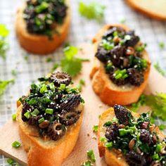 Smardze na grzankach. Bardzo wiosenna przekąska Tzatziki, Kfc, Finger Food, Feta, Kuchen, Finger Foods, Snacks