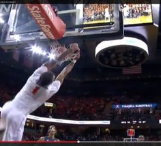 NCAA: deux actions spectaculaires au sein de l'ACC - vidéos  #NCAA: deux actions spectaculaires au sein de l'ACC - vidéos #basketbelgium