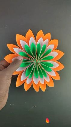 Paper Flowers Craft, Paper Roll Crafts, Flower Crafts, Fabric Flowers, Diy And Crafts, Construction Paper Flowers, Diy For Kids, Crafts For Kids, Mother's Day Greeting Cards