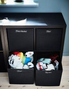Tartsd rendben a gyermekeid játékait felcímkézett DRÖNA dobozokban.