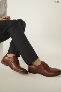 Dapper, sophisticated and surprisingly versatile, the timeless leather oxford shoe deserves a place in every man's closet. Aldo Shoes' version features fine leather and a built up sole. Style tip: sport it sock-less.