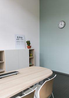 Clinic Interior Design, Cork Flooring, Presentation Design, Door Design, Interior Design Inspiration, Corner Desk, Storage, Projects, Room