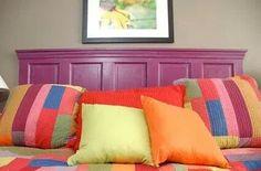 ¿Qué te parece este cabecero de cama hecho con una puerta? - En el siguiente artículo hay más ideas para hacer con puertas viejas: www.estiloydeco.com/reciclando-puertas-viejas/