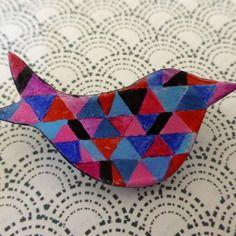 """Petite broche """"oiseau"""" motifs géométriques"""