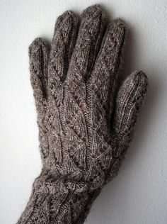Gussie's snow glove version of the Vanalinn Gloves pattern by Nancy Bush Knit Mittens, Knitted Gloves, Knitting Socks, Hand Knitting, Knitting Patterns, Wrist Warmers, Hand Warmers, Fingerless Mitts, Creation Couture