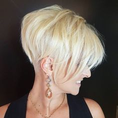 Looking for new ways to up your hair volume? Check out these ultimate volume-boosting short hairstyles for fine hair! Messy Short Hair, Fine Curly Hair, Wavy Hair, Short Hair Cuts, Short Hair Styles For Round Faces, Short Hair Styles Easy, Natural Hair Styles, Bob Hairstyles For Fine Hair, Cute Hairstyles For Short Hair