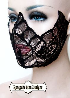 Eine Feier der Spitze und schöne Augen!  Diese zarte Spitzen-Maske ist ein atemberaubend verführerisch Stück für die Vixens mit den Magic-Augen... Der Wellenschliff lenkt die Aufmerksamkeit auf Ihre schönen Peepers während Spitze leicht verbirgt was üppig unter ihm liegt.. Seine Spitze Kanten sind geschnitten und genäht, genau um schönes symmetrisches Design-Linien zu erstellen, die aus jedem Blickwinkel atemberaubend aussehen. .. Es passt sich sanft unter dem Kinn. .Discreet…
