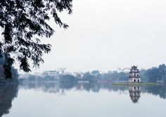 Hoàn Kiếm Lake Hanoi Vietnam [OC] [1600x1134]