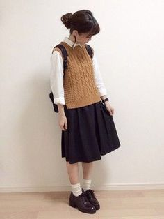 Enjoy a covered look by using Women Vests. Dress a bind vest over the button-down t-shirt or intermix a reversible shirt by using shirts in plenty of shades of color. Japan Fashion, 80s Fashion, Cute Fashion, Korean Fashion, Boho Fashion, Girl Fashion, Autumn Fashion, Fashion Outfits, Fashion Tips