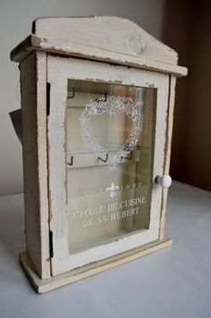 Vintage design key cabinet painted/distressed/wall hanging/shabby chic Originals www.amazon.co.uk